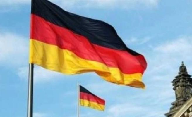Almanların yarısından fazlası demokrasinin tehlikede olduğuna inanıyor