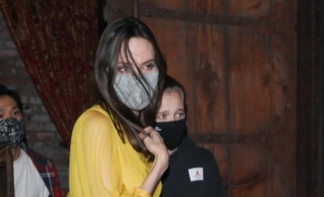 Angelina Jolie renklendi