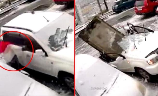 Arabanın üstüne düşen dev beton parçasından saniyelerle kurtuldu! O anlar kamerada