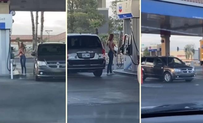 Aracına Benzin Olmak İsteyen Oysa Bir Türlü Yakıt Deposu ile Pompayı Aynı Tarafa Eşit Getiremeyen Bayan