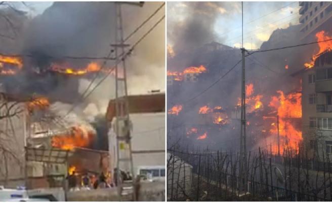 Artvin'de Köy Yangını! 50'ye Yakın Ev Alev Aldı