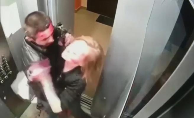 Asansörde bir garip olay! Genç çift önce birbirini kanlar içinde bıraktı, ardından temizlik yaptı