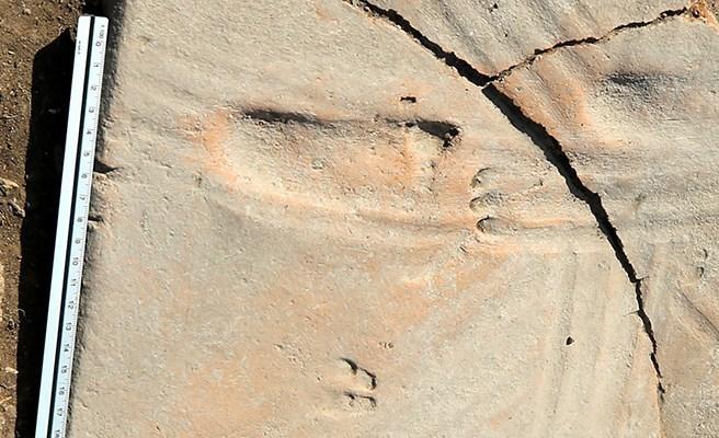 Assos Kazılarında Bir Bebeğin 1300 Yıl Önceden Kalma Ayak İzleri Bulundu