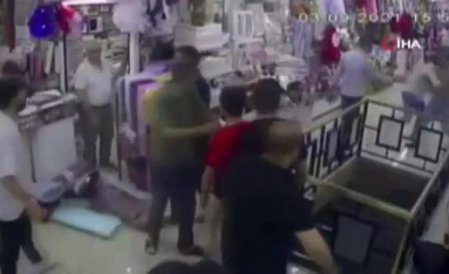 Avcılar'da Eşini Dövdüğü İddia Edilen Esnafı Diğer Esnaflar Dövdü