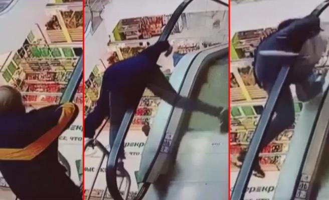 AVM'de korkunç olay! Yürüyen merdivenin bandına takılan genç metrelerce yüksekten aşağıya düştü