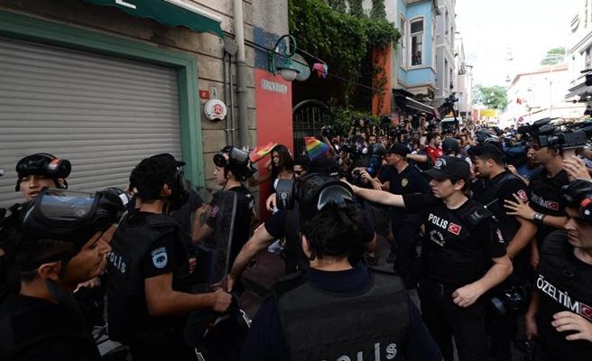 AYM'den Ters Kelepçe Uygulanan Gazeteciye 15 Bin TL Tazminat Kararı
