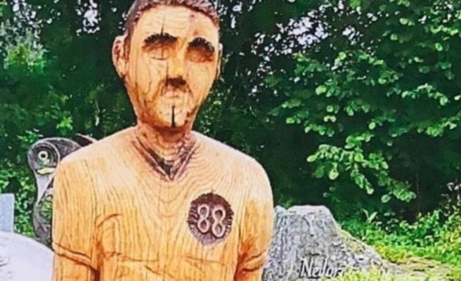 Babasının mezarına yerleştirdiği heykel kriz çıkardı! Hitler'e benziyor diye kaldırıldı