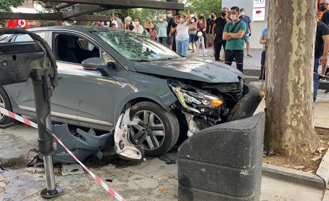 Bağdat Caddesi'nde Aşırı Hız Yapan Sürücünün Çarptığı Kadın Ağır Yaralandı