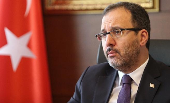 Bakan Kasapoğlu: 'Galatasaray'ın karşı karşıya kaldığı bu ilkel tavrı şiddetle kınıyorum'