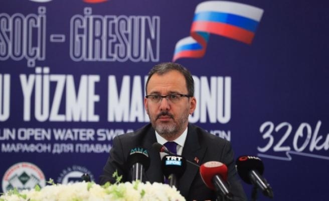 Bakan Kasapoğlu: 'Yüzücülerimizin atacağı kulaçlar sağlık çalışanlarımız için olacak'