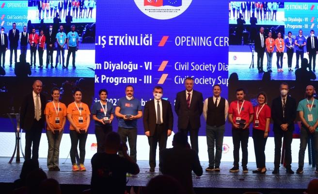 Bakan Yardımcısı Kaymakcı: 'Türkiye'nin Avrupa Birliği sürecinin sivil toplum tarafından hızlandırılacağına inanıyoruz'
