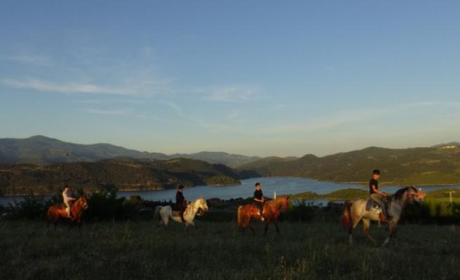 Balıkesir'de yeni gözde 'atlı safari'