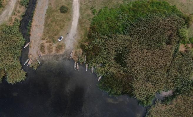 Binlerce kuşa ev sahipliği yapan Uluabat'ta çember daralıyor