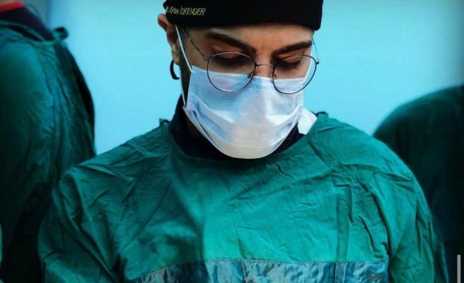 'Bir Daha Ameliyat Yapamayacak': Doktor Ertan İskender'i Bıçaklayan Saldırgan Tutuklandı