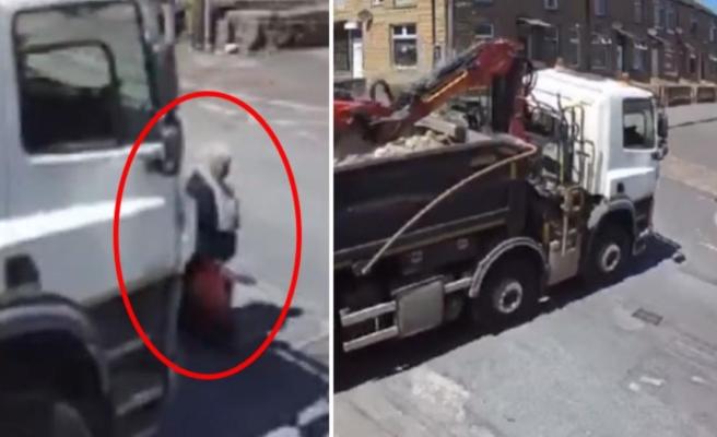 Böyle kaza görülmedi! Şoförün fark etmediği kadın, tırın altında kalmaktan mucize şekilde kurtuldu