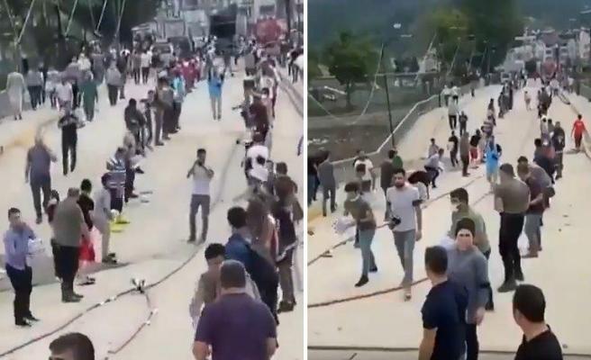 Bozkurt'ta Köprü Hasar Gördü, Vatandaşlar Yardımları İnsan Gücüyle Geçirdi