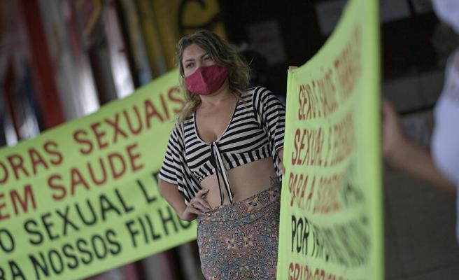 Brezilya'da Seks İşçileri 'Biz de Ön Saftayız' Diyerek Aşılamada Öncelikli Gruba Alınmak İçin Greve Gitti