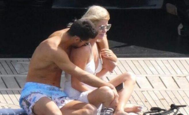 Caroline Stanbury 19 yaş küçük aşkıyla tatilde