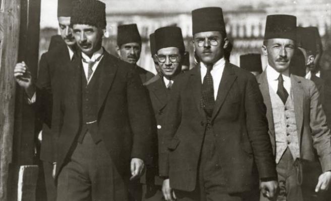 Çavuşoğlu Lozan'a Yüklendi: 'Okullarda Bize Başarı Öyküsü Diye Anlattılar'
