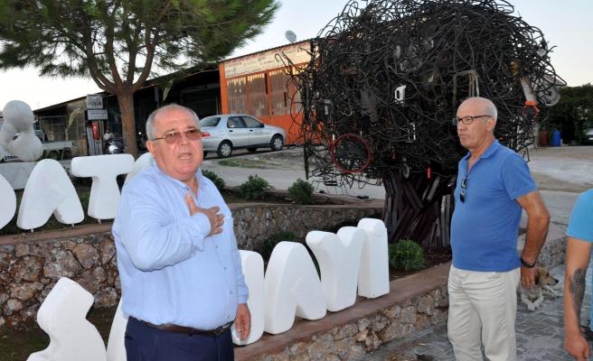 CHP'li Datça Belediyesi'nin Heykel Açılışı, Kimse Gelmeyince Ertelendi
