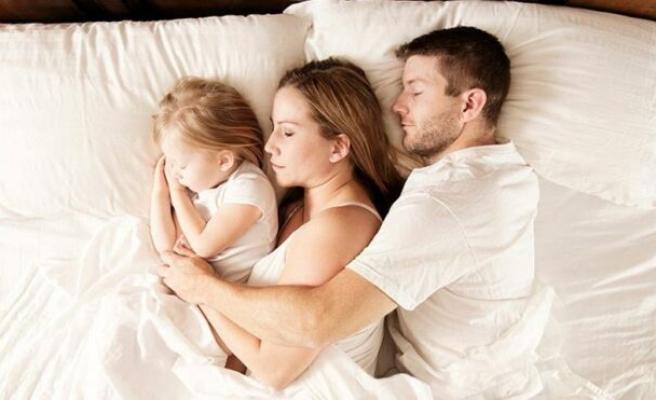 Çocukla uyumak doğru mu?
