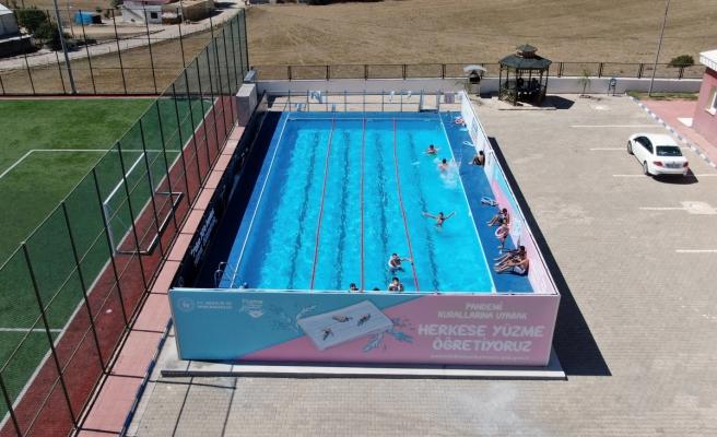 Çocuklar yüzme öğrensin diye 40 günde yüzme havuzu kuruldu