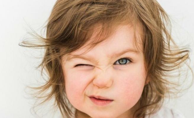 Çocuklarda sık göz kırpma nedenleri