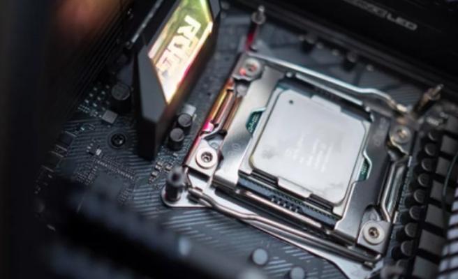 Core i9-11900K, 7GHz'i devirdi