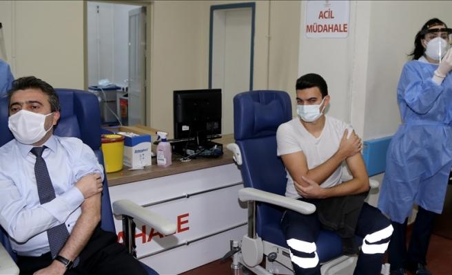 CoronaVac Aşısı Sağlık Çalışanlarına Uygulanmaya Başladı