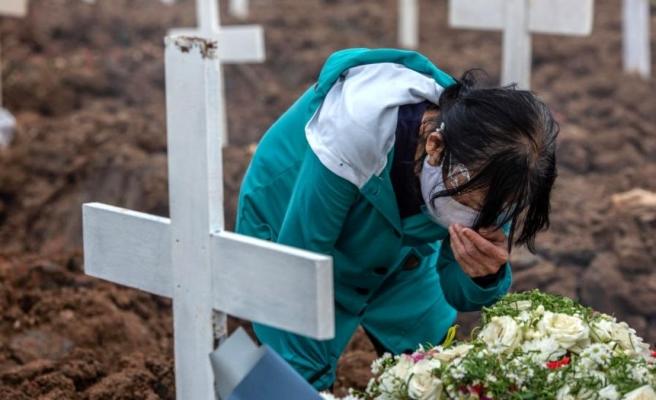Covid krizinin Asya'daki yeni merkez üssü Endonezya'da yalnız ölmek: Cesetleri itfaiye topluyor