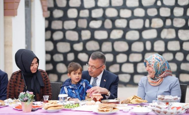 Cumhurbaşkanı Yardımcısı Oktay, Yozgat'ta kadın üreticilerle bir araya geldi Açıklaması