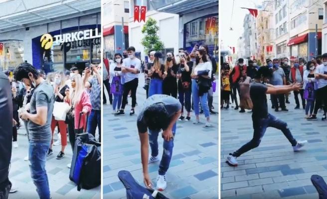 Cüzdanından Çıkardığı Bozuklukları Sokak Müzisyenlerine Bağışlayıp Dans Eden Adamın İlginç Görüntüleri