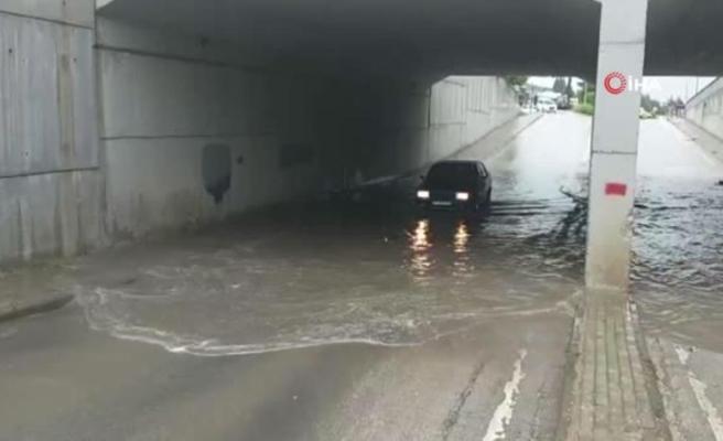 Dalçıkta biriken su sürücülere zor anlar yaşattı