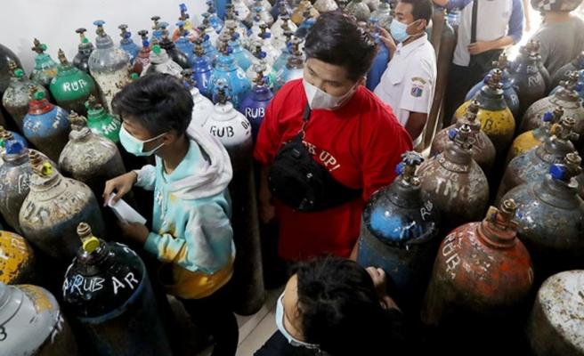 Delta varyantının vurduğu Endonezya'da oksijen yetersizliği nedeniyle 63 kişi yaşamını yitirdi