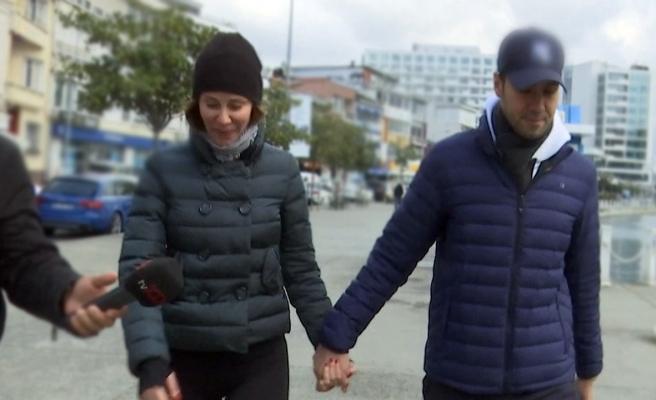 Demet Şener ve eşi el ele yürüyüşe çıktı