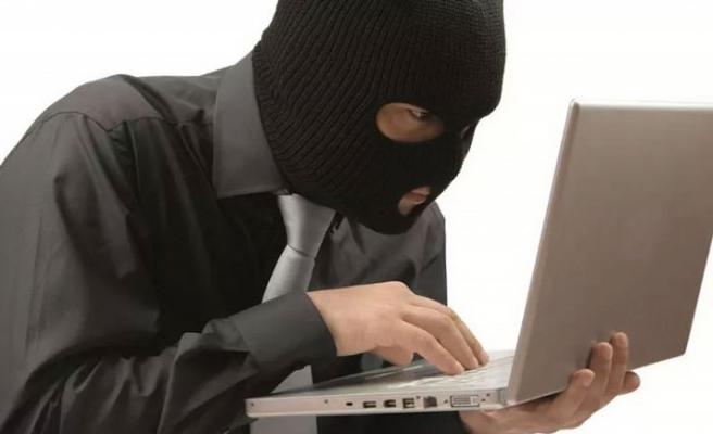 Dikkatsiz hacker yakayı ele verdi