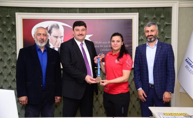 'Dişi Herkül' Türkiye Şampiyonu oldu
