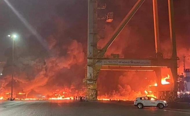 Dubai'de büyük patlama! Alevler gökyüzünü aydınlattı