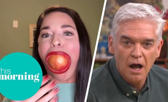 Dünyanın En Büyük Ağzına Sahip Olduğunu İddia Eden Kadın Bir Elmayı Ağzına Sokabiliyor