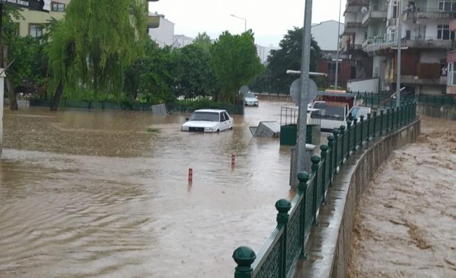 Düzce'de sağanak yağış taşkınlara sebep oldu