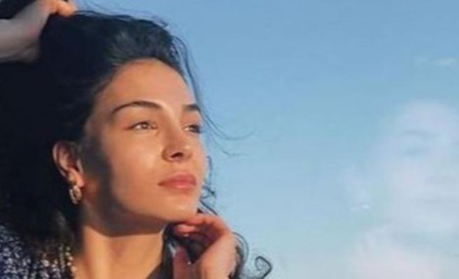 Ebru Şahin: Ne yerde, ne gökteydim
