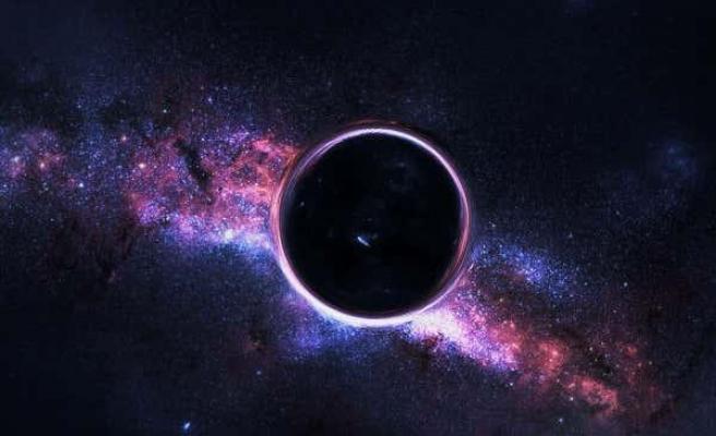 Einstein'ın Teorisine Bir Kanıt Daha: Kara Deliğin Diğer Tarafında Işık Tespit Edildi