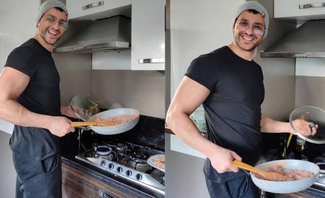 Ekin Mert Daymaz vaktini mutfakta geçiriyor