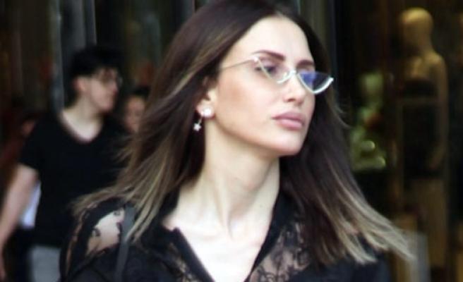 Emina Jahovic'in yüklü alışverişi