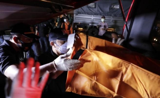 Endonezya'da düşen uçağın enkazı 4 ayrı noktaya dağıldı