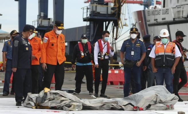 Endonezya'da Düşen Yolcu Uçağından İlk Sinyal Alındı; Çalışmalar Sürüyor