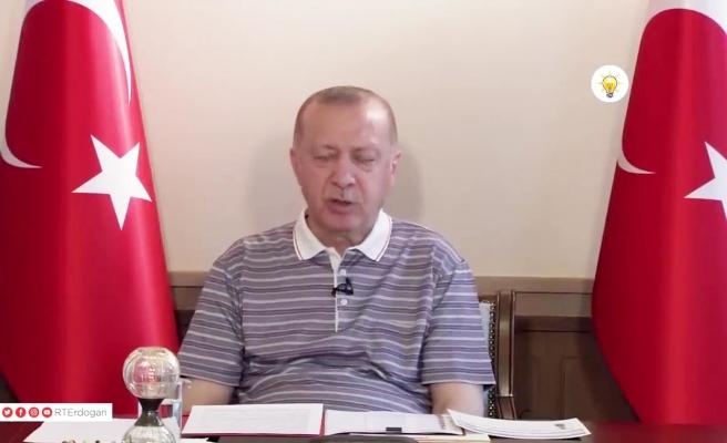 Erdoğan'ın Bayramlaşma Videosundaki Saniyelik Uykusu Gündem Oldu