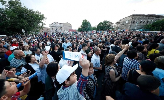 Ermenistan Başbakanı Paşinyan, Azerbaycan'dan oğluna karşı tüm Ermeni esirleri geri istedi