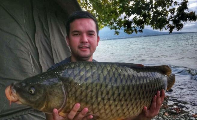 Eskişehirli balıkçılar 1 metre boyunda 14 kiloluk balık tuttu