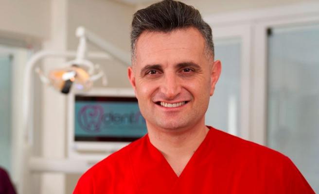 Estetik Diş Hekimi Abdulkadir Narin: 'Dikişsiz diş implantı estetik ve rahat'